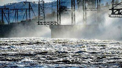 Жигулевский гидроузел сбрасывает воду. Фото из официальной группы ГЭС в ВК